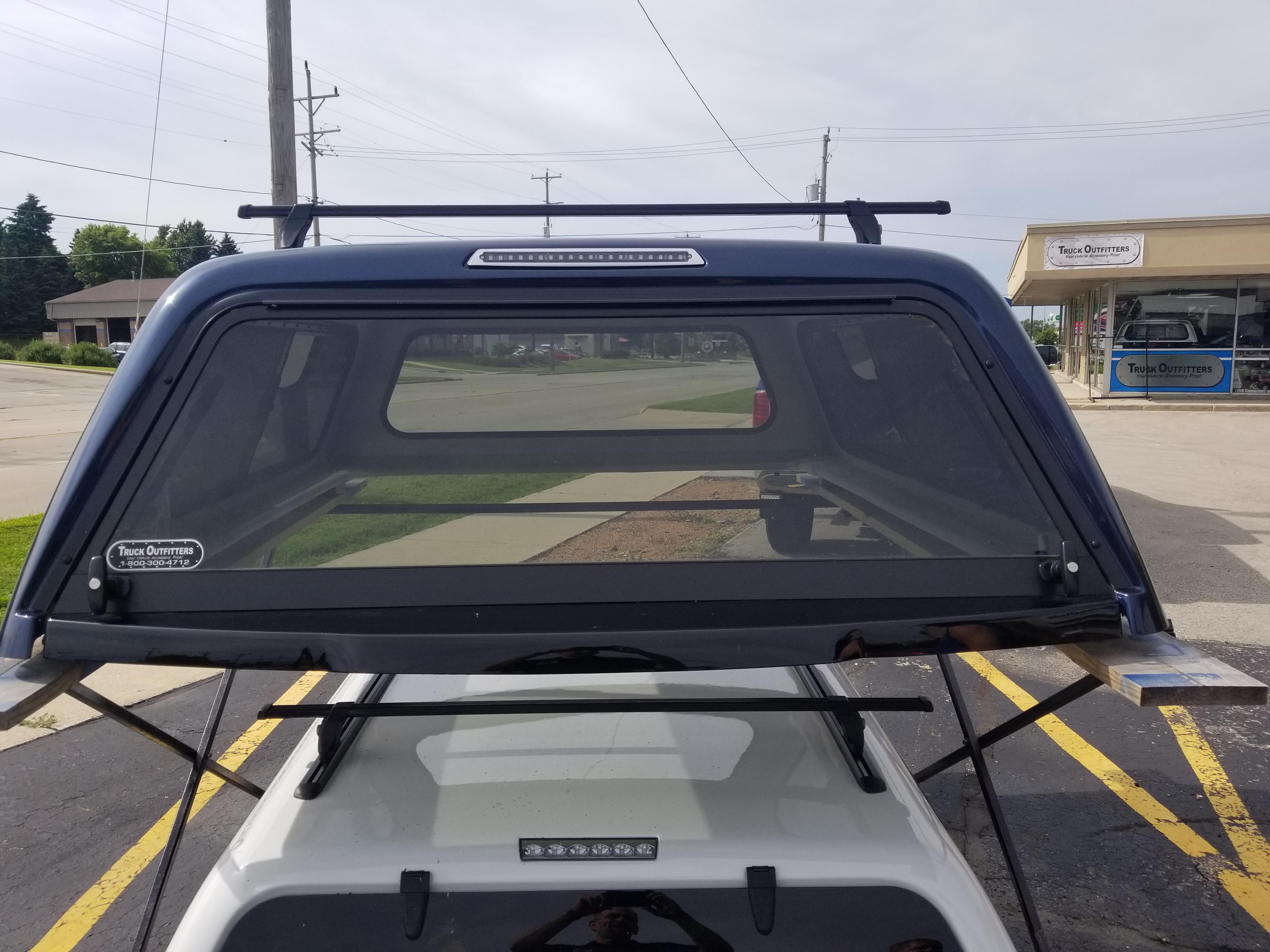LEER 100R cap 17+ Ford Superduty (2859218) Image